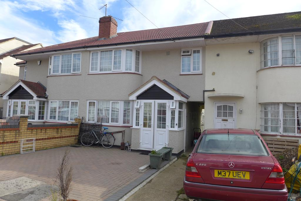 4 Bedrooms Terraced House for sale in Longford Avenue, Feltham