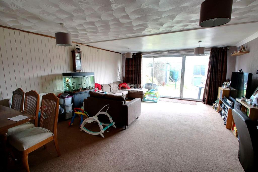 3 Bedrooms End Of Terrace House for sale in Church Road, Basildon