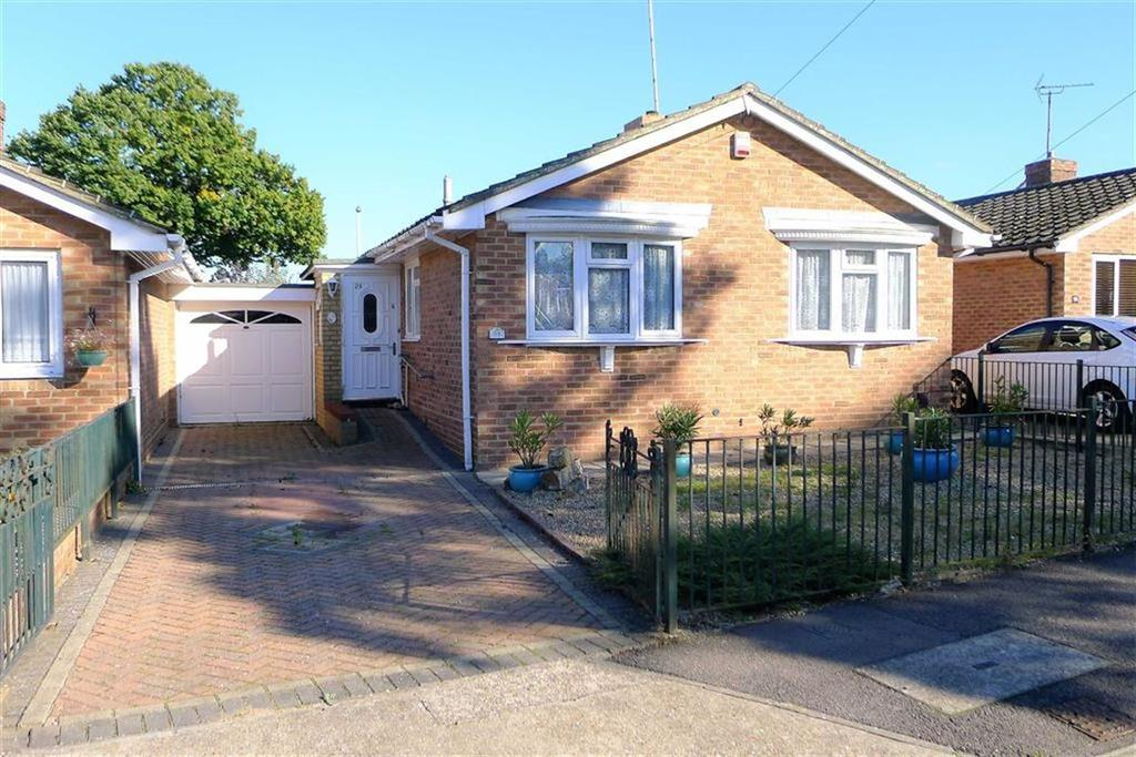 2 Bedrooms Detached Bungalow for sale in Gunnis Close, Rainham, Kent, ME8