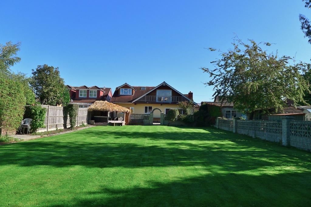 5 Bedrooms Detached House for sale in FAREHAM