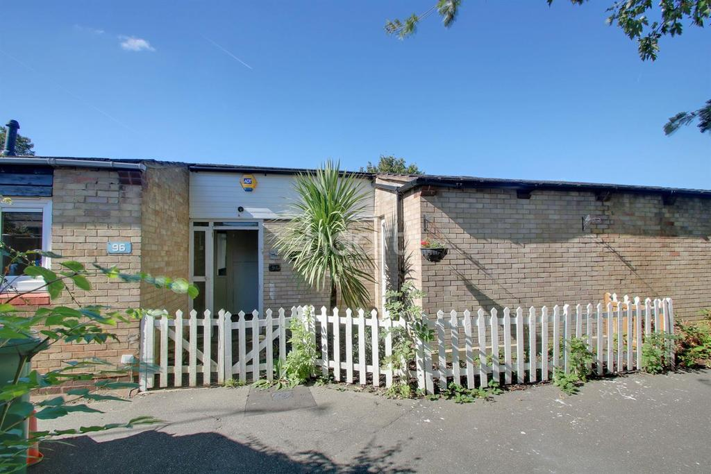 3 Bedrooms Bungalow for sale in Wickford Court, Basildon