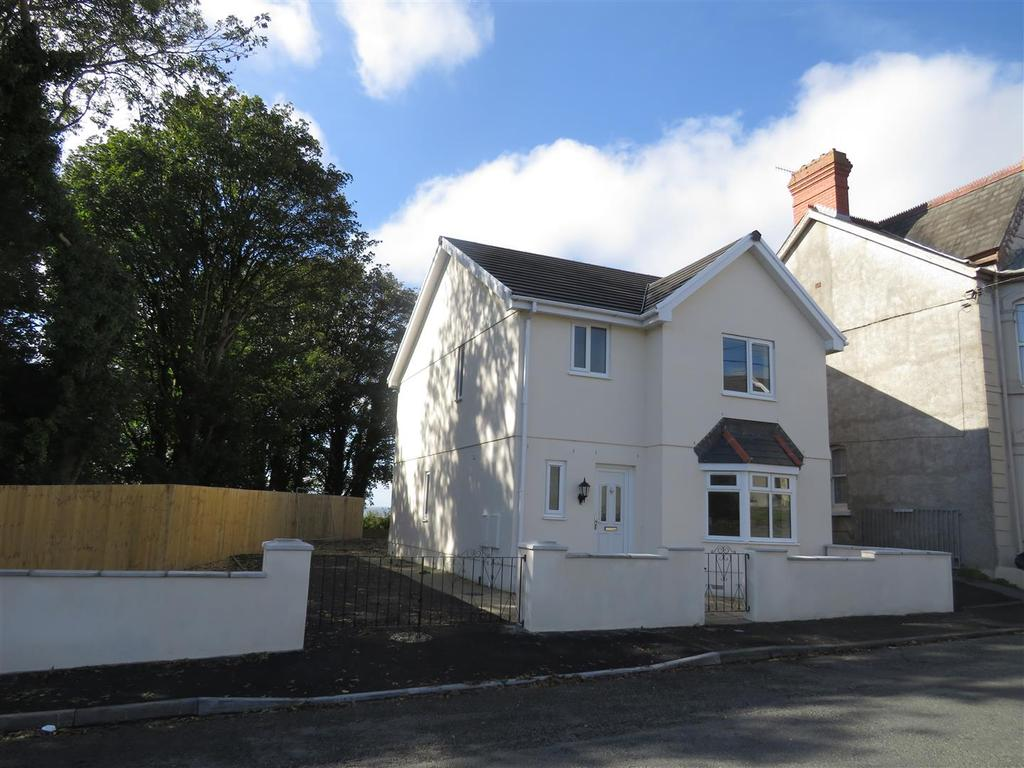 3 Bedrooms Detached House for sale in Llwynhendy Road