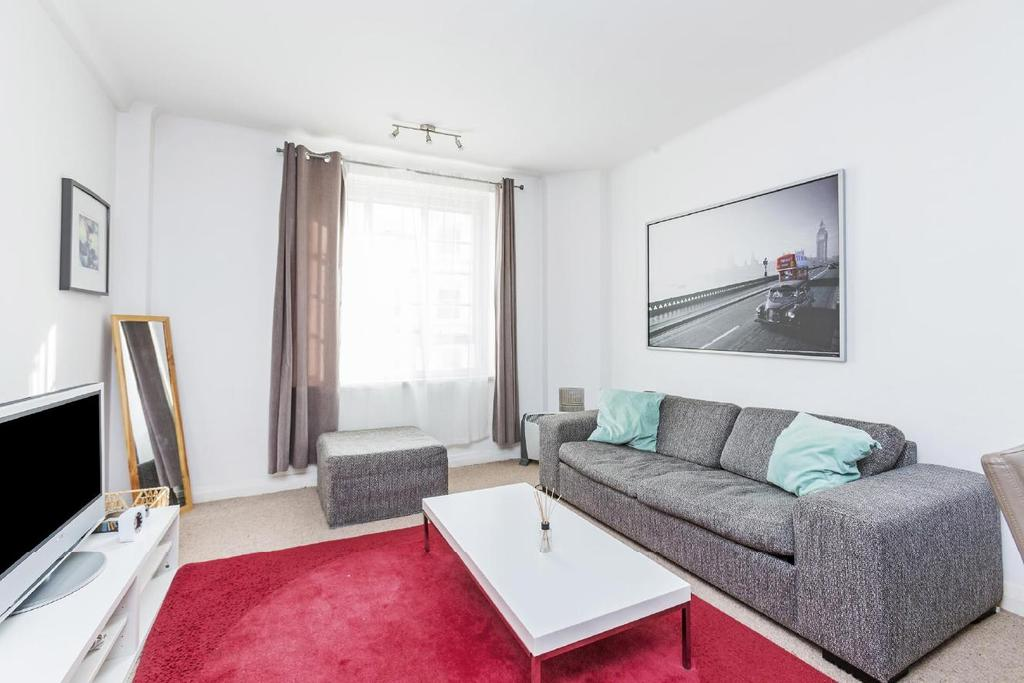 2 Bedrooms Flat for sale in Hatherley Grove, Bayswater