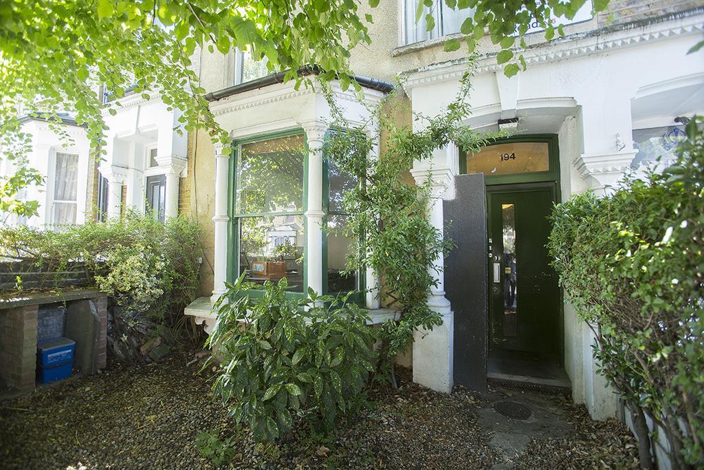 1 Bedroom Flat for sale in Brooke Road, London E5