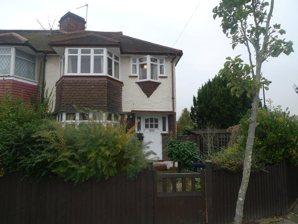 3 Bedrooms Semi Detached House for sale in Crane Way, Whitton TW2