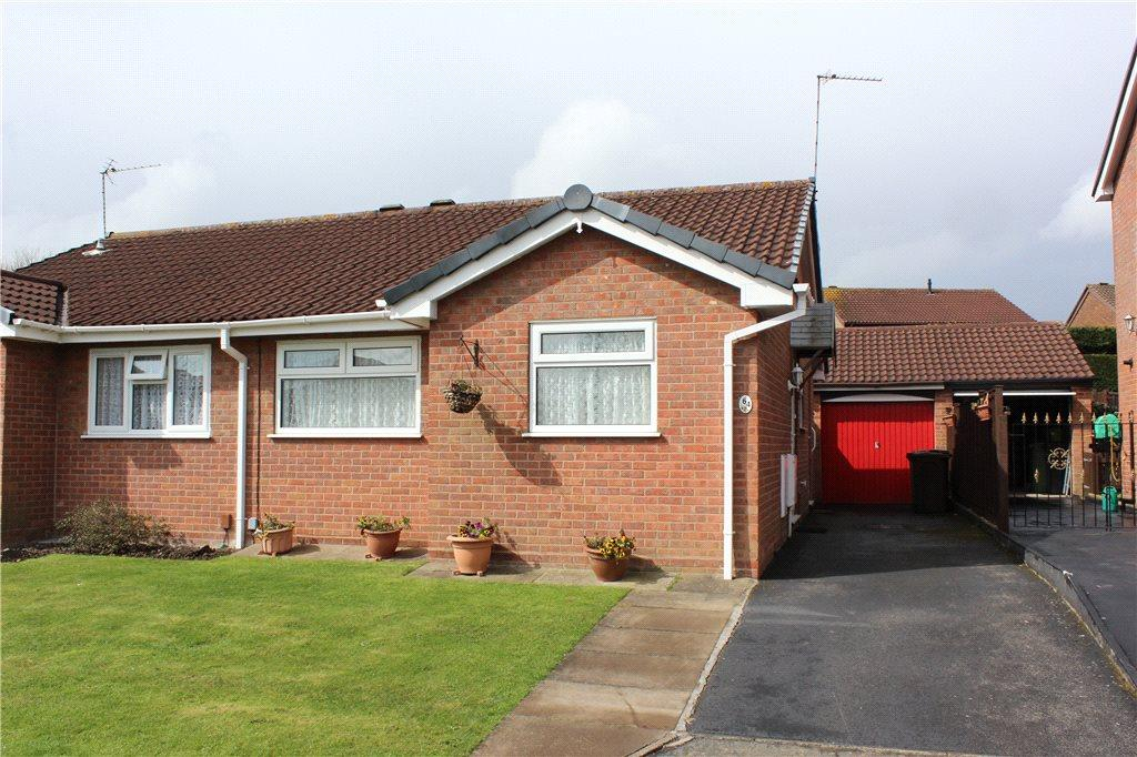2 Bedrooms Semi Detached Bungalow for sale in Eastbury Drive, Solihull, West Midlands, B92