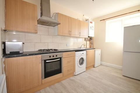 4 bedroom flat to rent - Shelson Parade, Ashford Road, Feltham, TW13