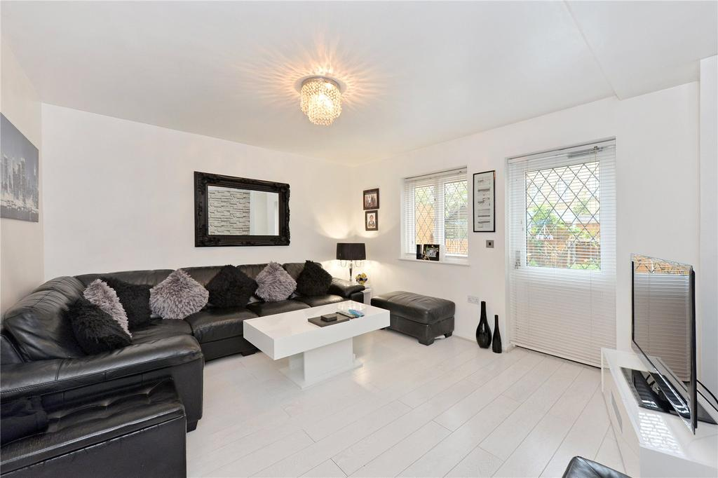 2 Bedrooms Terraced House for sale in Shaw Crescent, London