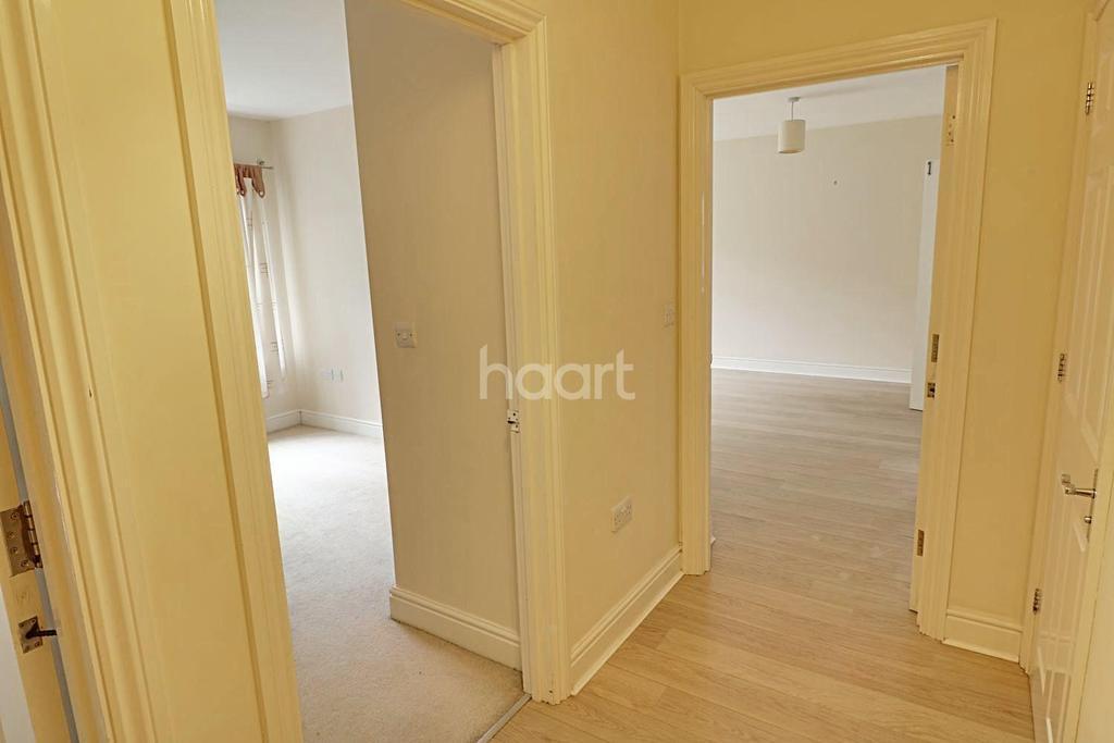 2 Bedrooms Flat for sale in Douglas Court, Fleet