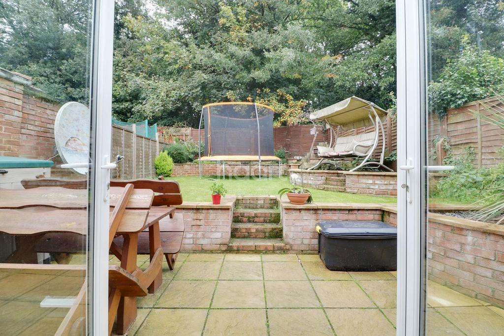 2 Bedrooms End Of Terrace House for sale in Barnfield Road, Orpington