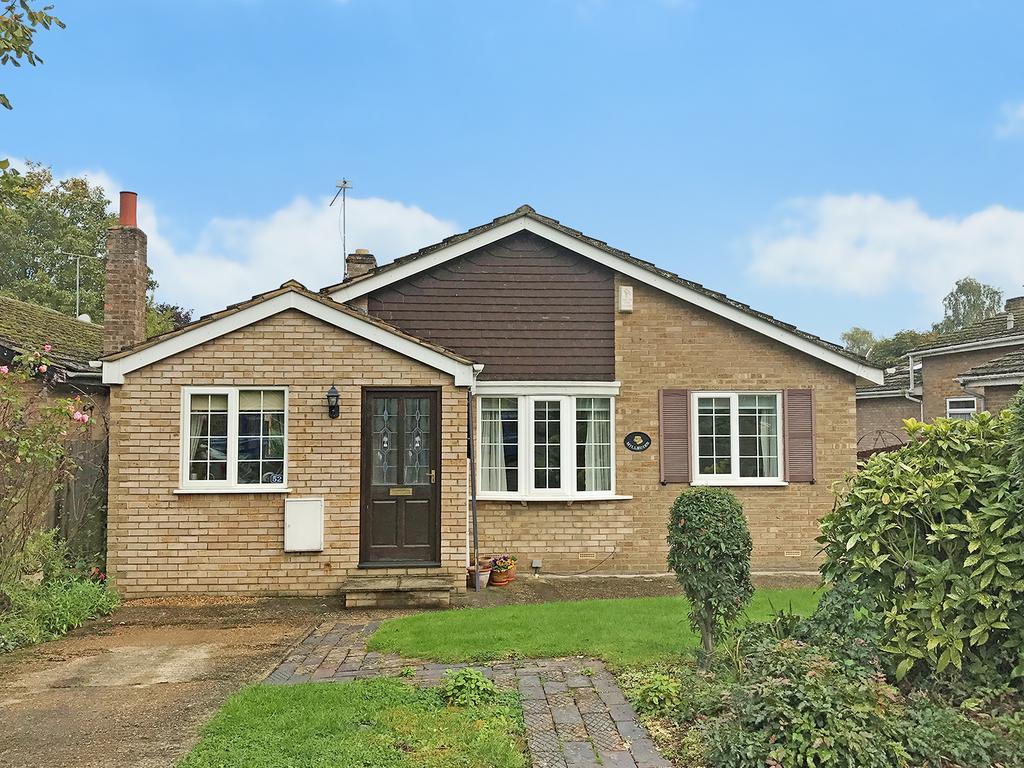 3 Bedrooms Detached House for sale in Marriotts Close, Felmersham, Bedford MK43