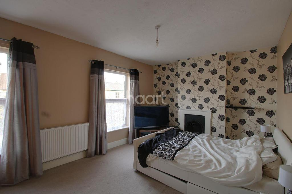 3 Bedrooms Semi Detached House for sale in London Road, Ipswich