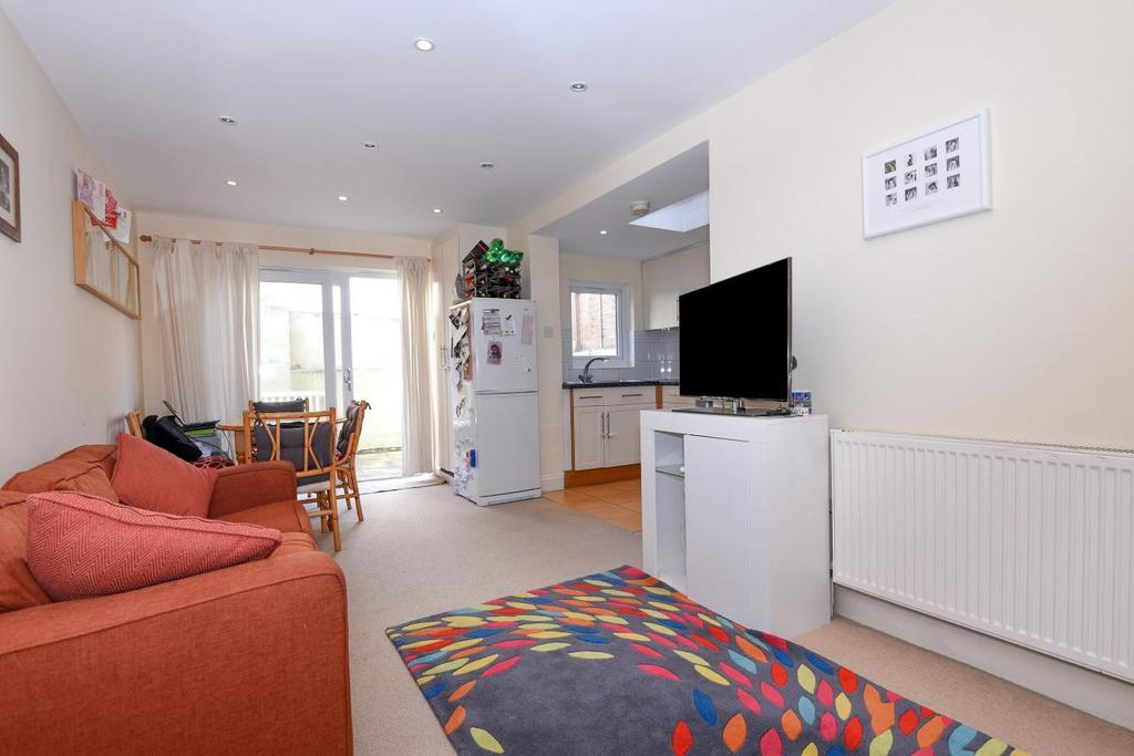 2 Bedrooms Flat for sale in Prothero Road, Fulham