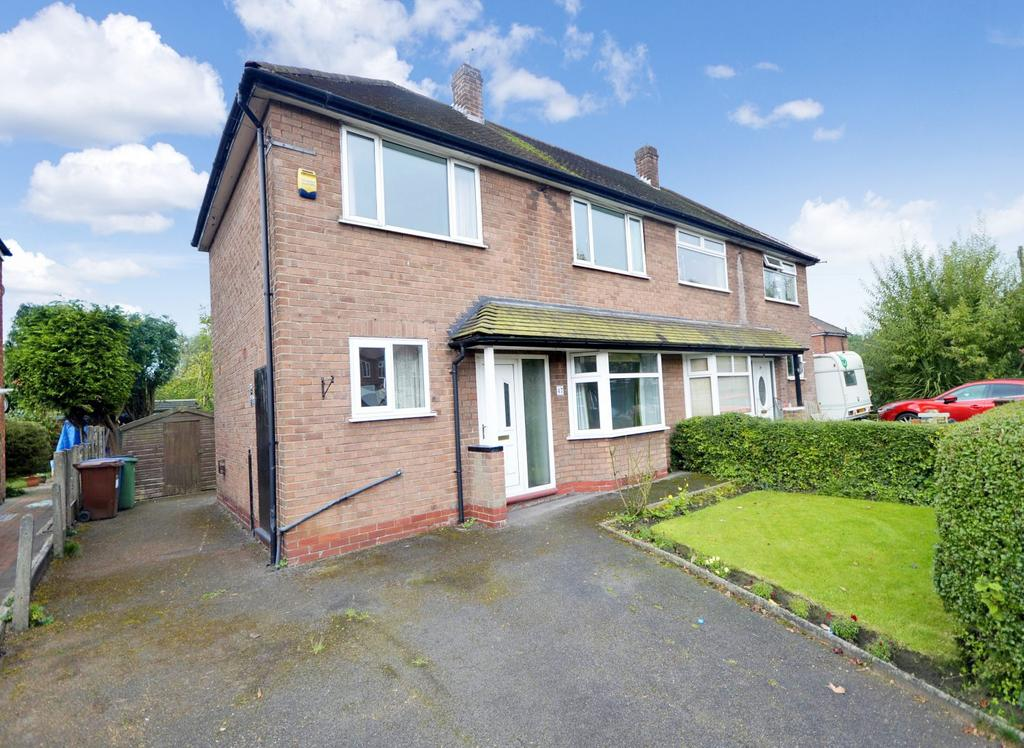 3 Bedrooms Semi Detached House for sale in Foxland Road, Gatley