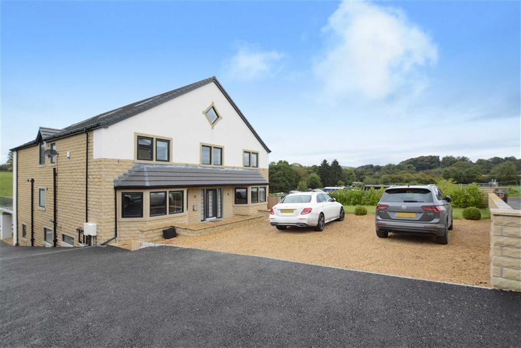 6 Bedrooms Detached House for sale in Chapel Close, Low Moor, Clitheroe, BB7