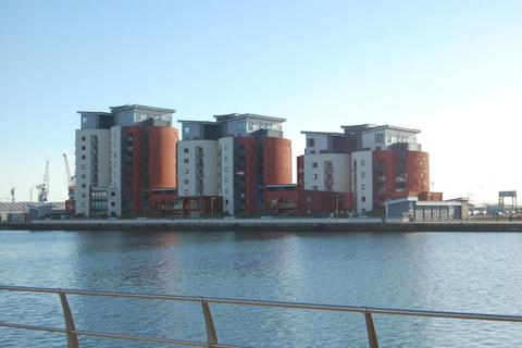 2 bedroom flat to rent - South Quay, Swansea
