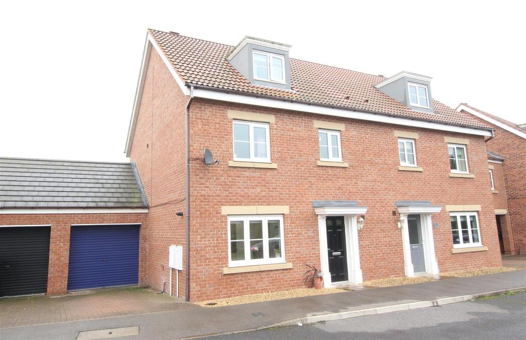4 Bedrooms Town House for sale in Comets Garth, Darlington