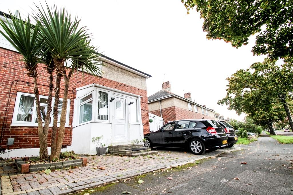 4 Bedrooms Semi Detached House for sale in South Kinson Drive, BH11