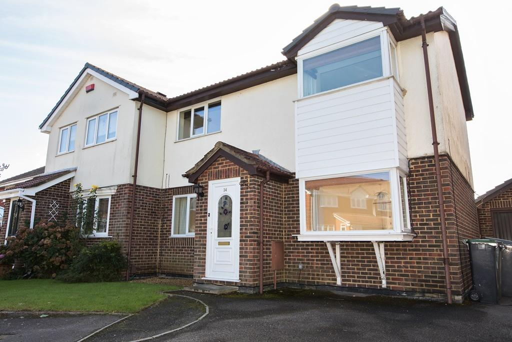 3 Bedrooms Semi Detached House for sale in Perryfield Gardens, Bournemouth