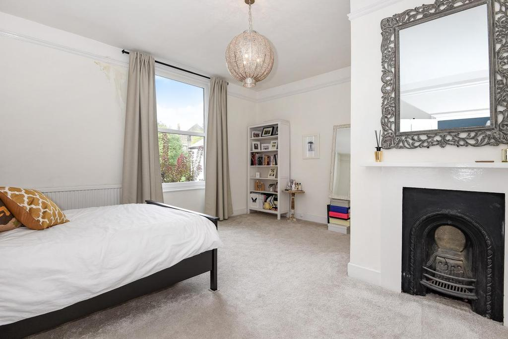2 Bedrooms Flat for sale in Gisburn Road, Crouch End
