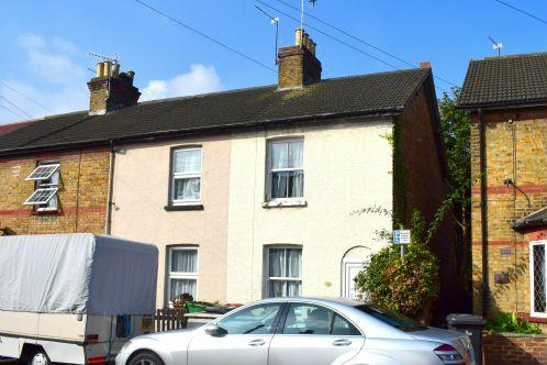 2 Bedrooms House for sale in The Cresent, Slough
