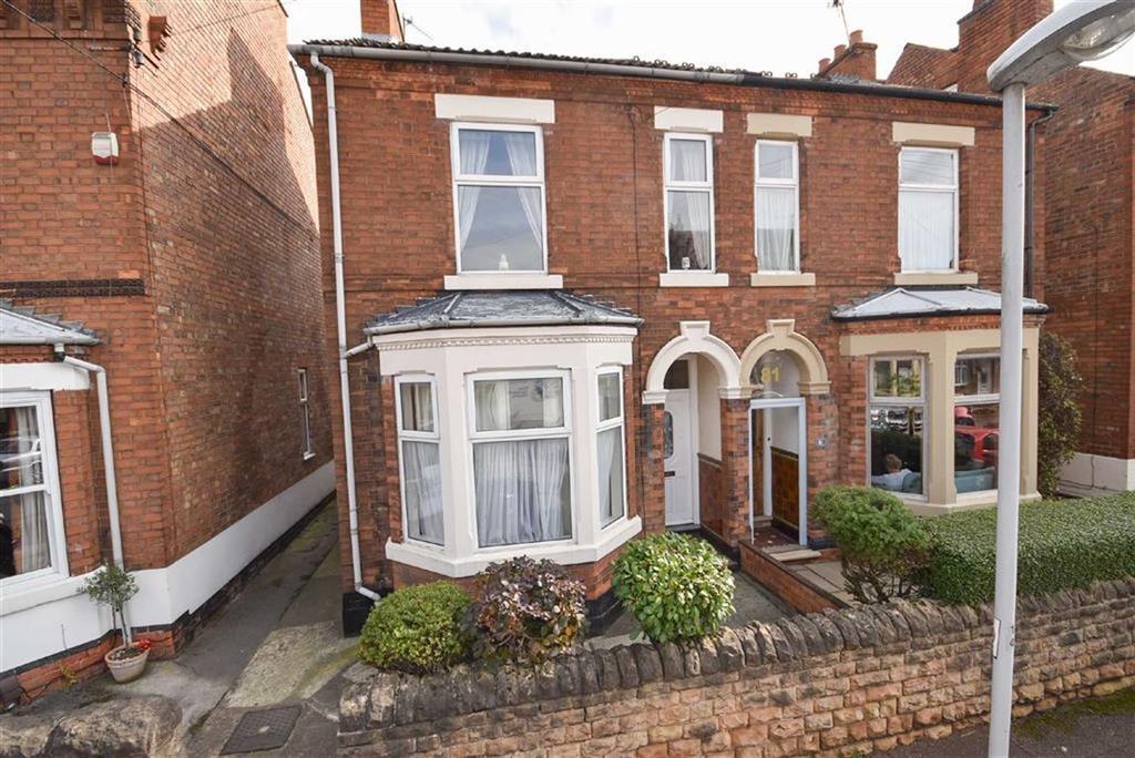3 Bedrooms Semi Detached House for sale in Julian Road, West Bridgford