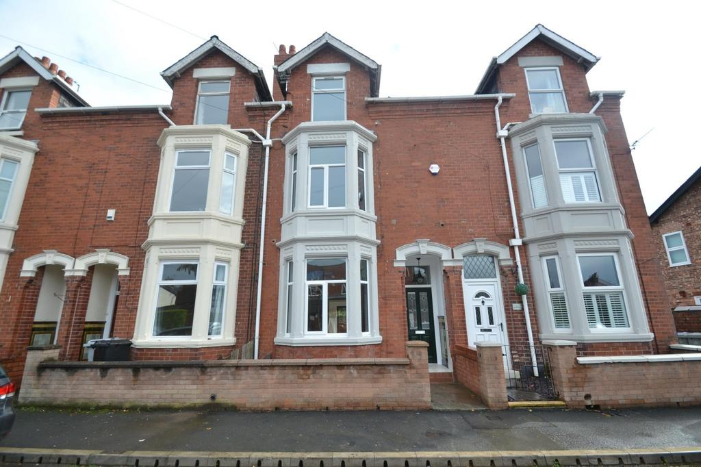 4 Bedrooms Terraced House for sale in Southern Road, Sale