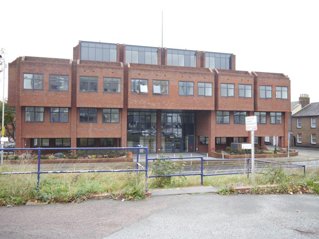 Studio Flat for sale in Park Street West, Luton, LU1