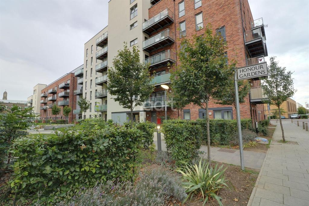 3 Bedrooms Flat for sale in Loughborough House, Honour Gardens
