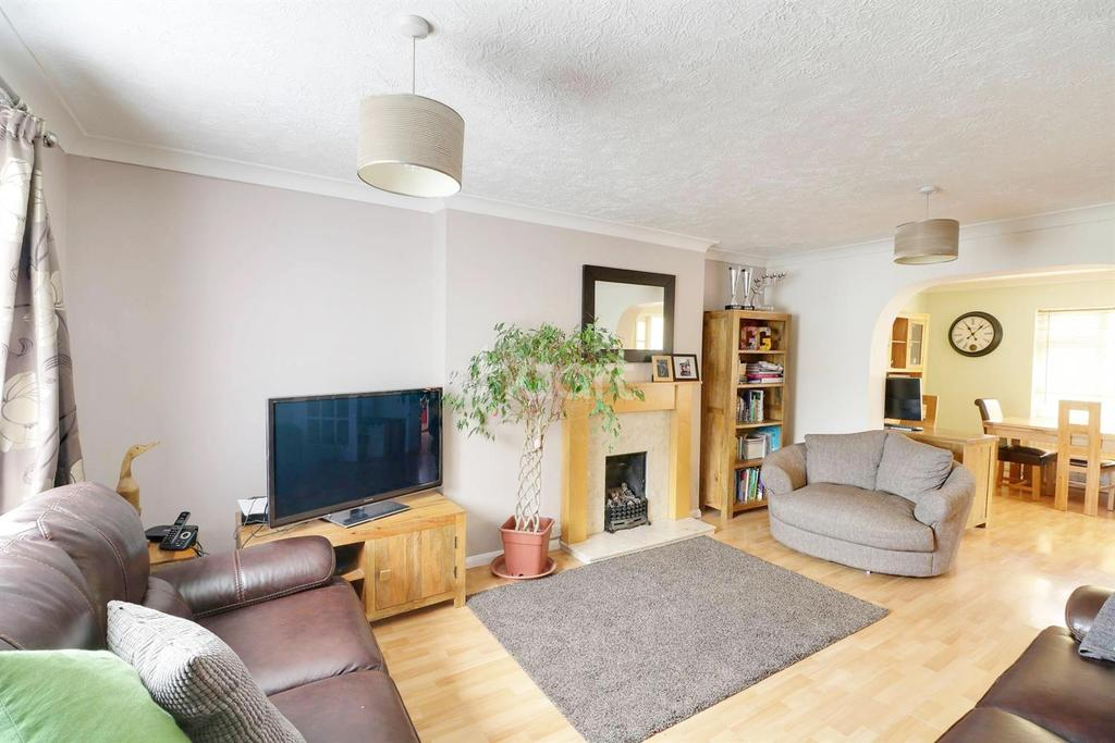 3 Bedrooms End Of Terrace House for sale in Bushey Close