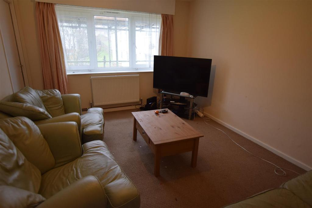 2 Bedrooms Apartment Flat for sale in Goshawk Road, Haverfordwest