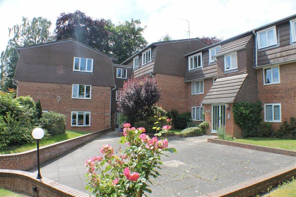 2 Bedrooms Flat for sale in Douglas Road, Harpenden, Hertfordshire