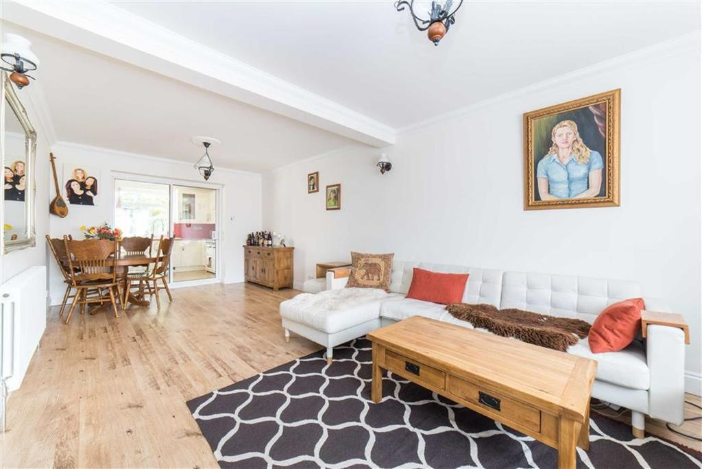 3 Bedrooms Semi Detached House for sale in Henderson Close, St Albans, Hertfordshire
