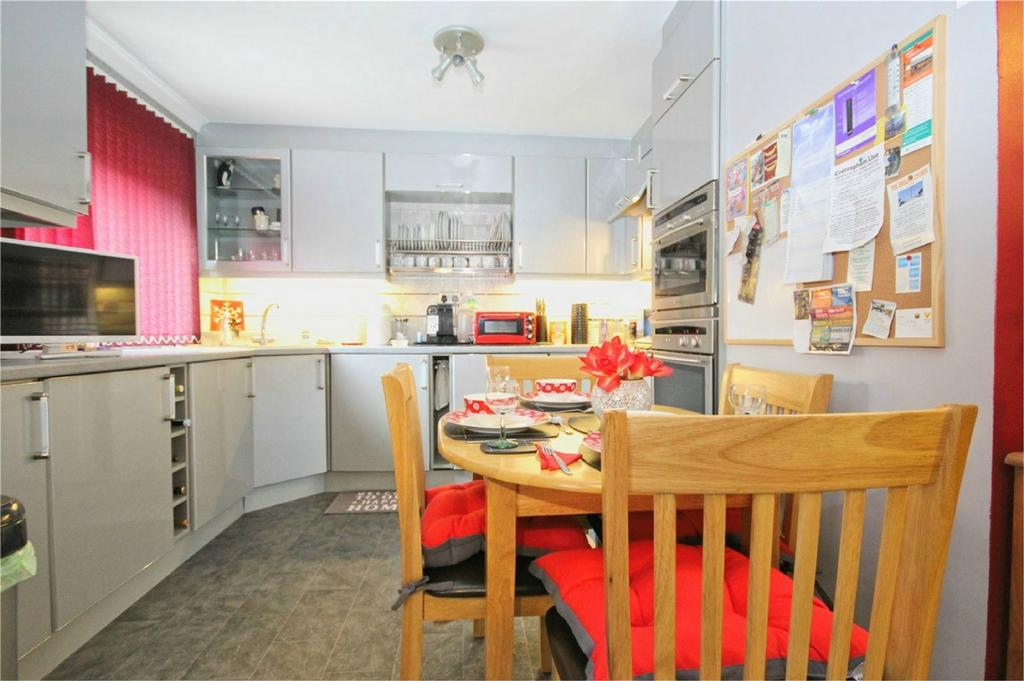 2 Bedrooms Flat for sale in Elm Tree Court, Cottingham, East Riding of Yorkshire