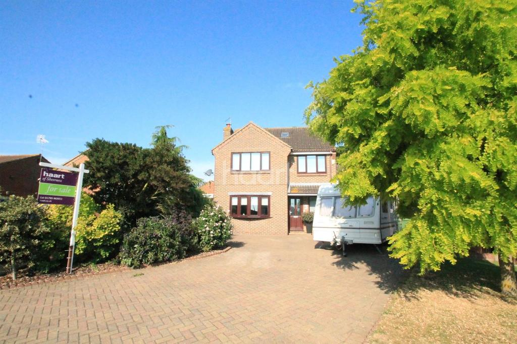 5 Bedrooms Detached House for sale in Stanley Avenue, Minster On Sea