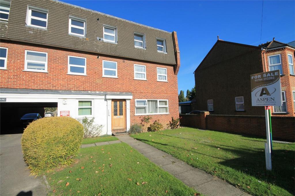 3 Bedrooms Flat for sale in Frederick House, Woodthorpe Road, Ashford, Surrey