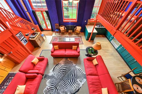 2 bedroom character property to rent - Burns Road, London, SW11