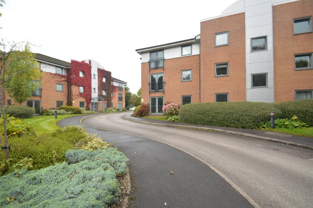 2 Bedrooms Flat for sale in Sycamore Court, Carrington Lane, SALE, Cheshire