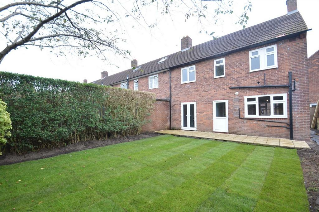 3 Bedrooms End Of Terrace House for sale in Salcombe Close, SALE, Cheshire
