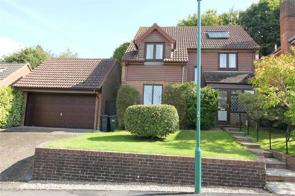 4 Bedrooms Detached House for sale in Starrs Mead, BATTLE, East Sussex