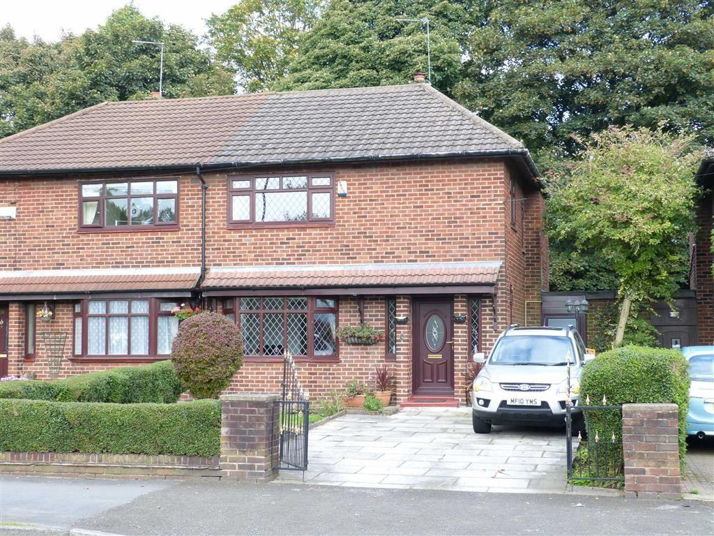 3 Bedrooms Semi Detached House for sale in Darnton Road, Stalybridge