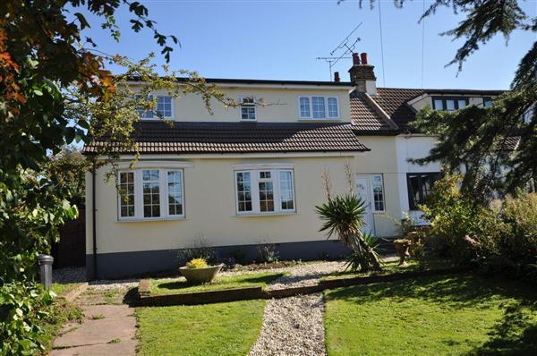 4 Bedrooms Semi Detached House for sale in Stock Road, Billericay.