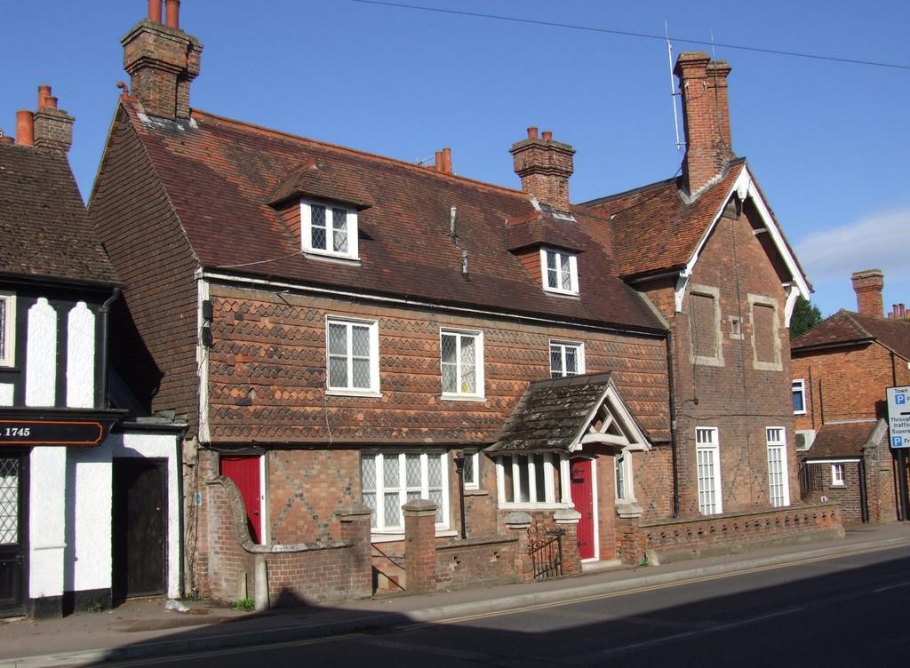 5 Bedrooms Detached House for sale in Edenbridge, Kent