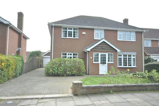 4 Bedrooms Detached House for sale in East End Close, Scartho, Grimsby
