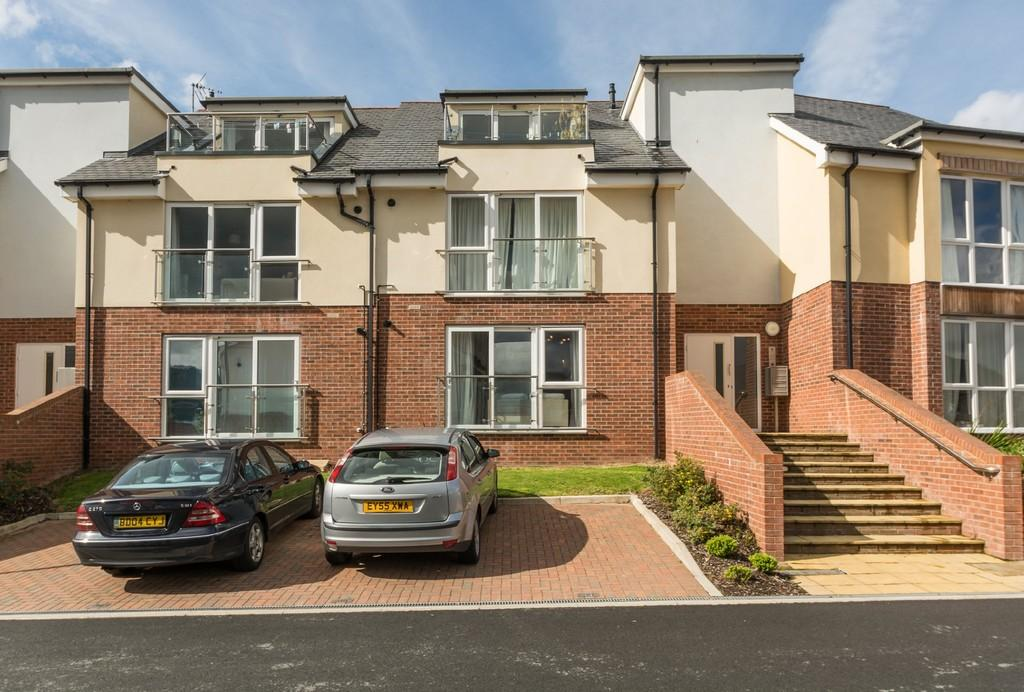 2 Bedrooms Apartment Flat for sale in Y Bae, Bangor, North Wales
