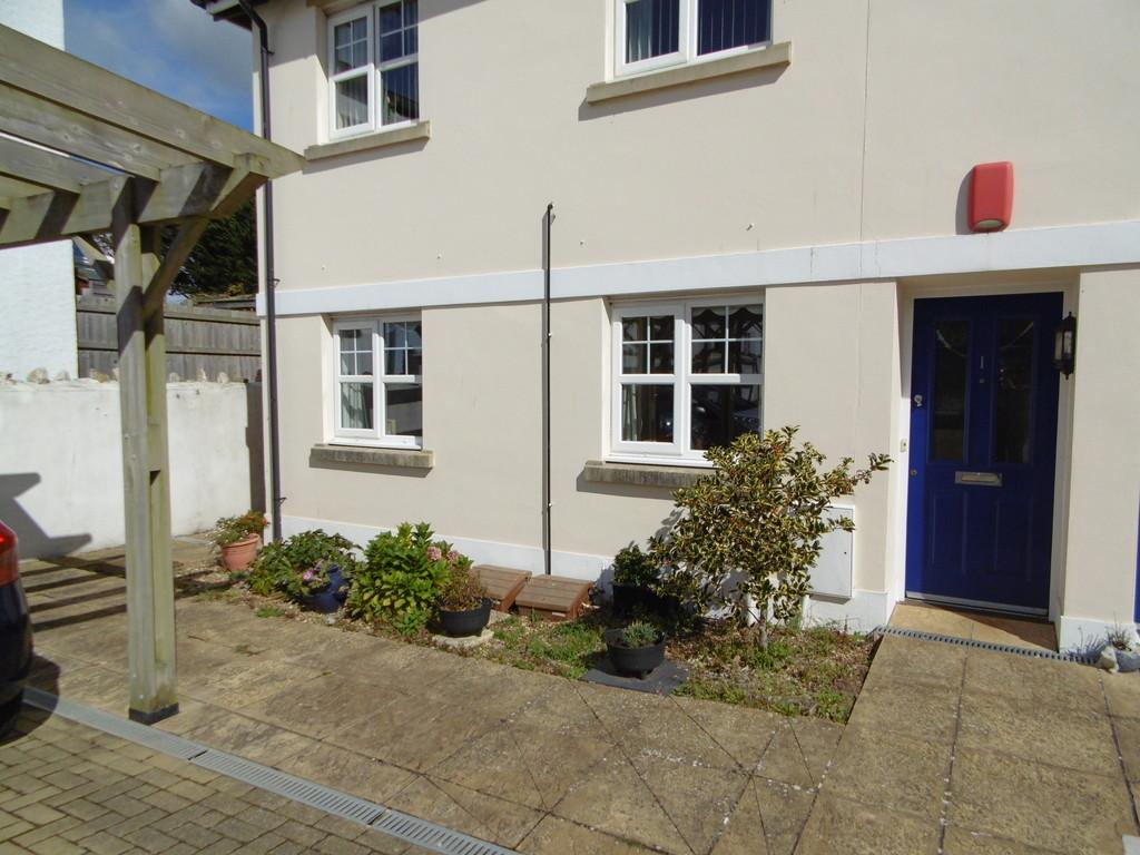 2 Bedrooms Ground Flat for sale in Fleet Court, Seaton