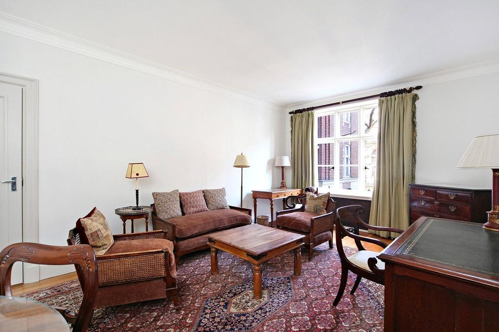1 Bedroom Apartment Flat for sale in Chesterfield House, Chesterfield Gardens, Mayfair, London, W1J