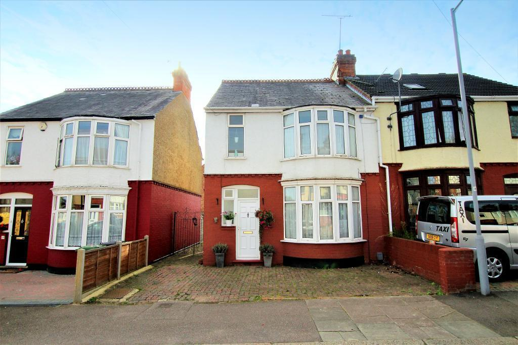 3 Bedrooms Semi Detached House for sale in Argyll Avenue, Luton, Bedfordshire, LU3 1EQ
