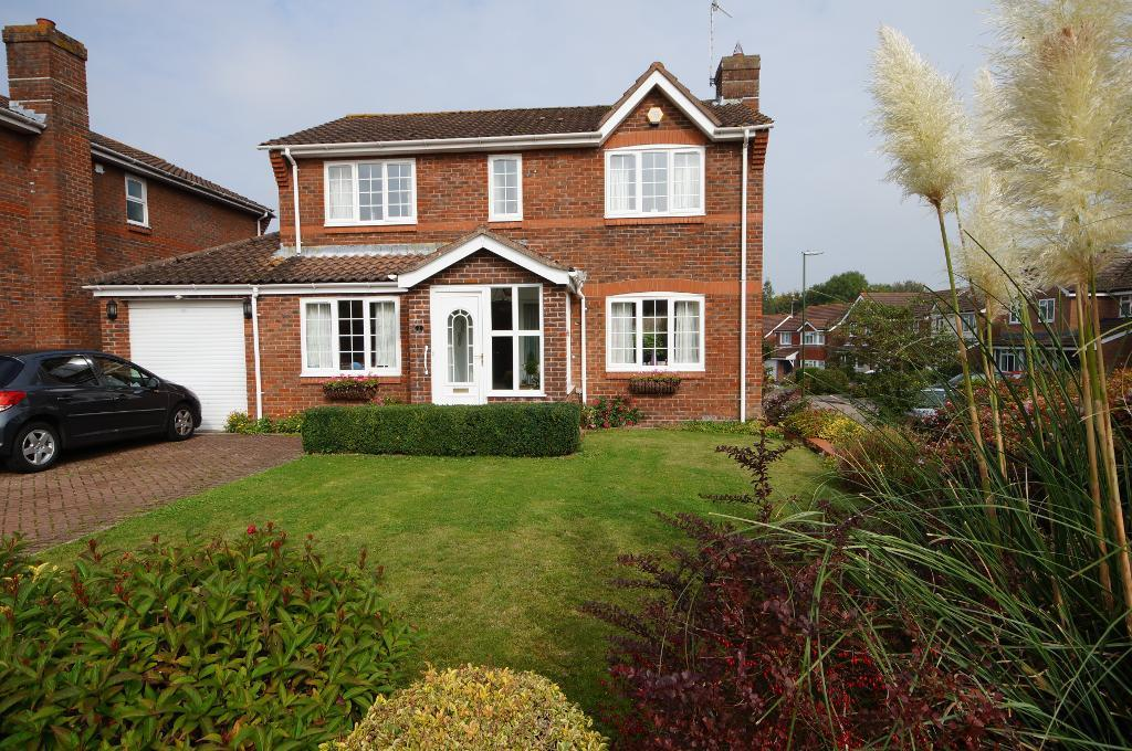 4 Bedrooms Detached House for sale in Church Mead, Steyning, BN44 3ST