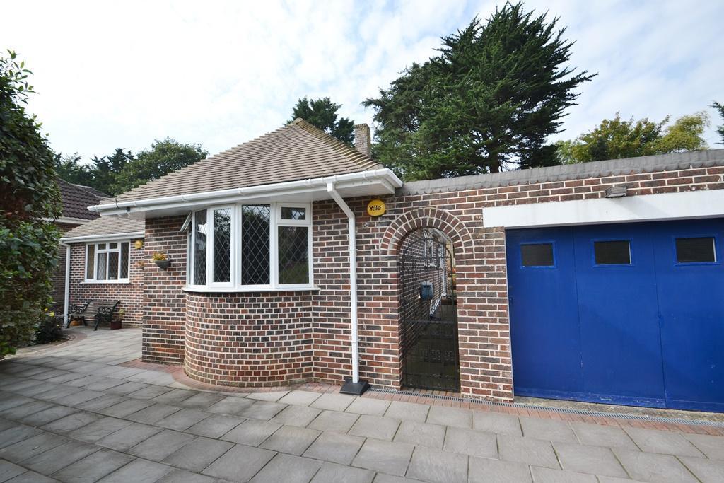 3 Bedrooms Detached Bungalow for sale in West Way, High Salvington, BN13 3AY